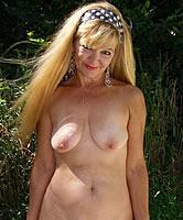 Nackte Frauen blond und geil beim wichsen - nackten