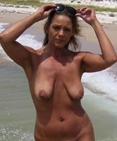 Strand granny nackt Nackt oma
