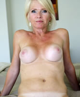 Horny Sexy Mature Lady