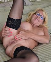 Frauen in nylons nackt reife Reife blonde